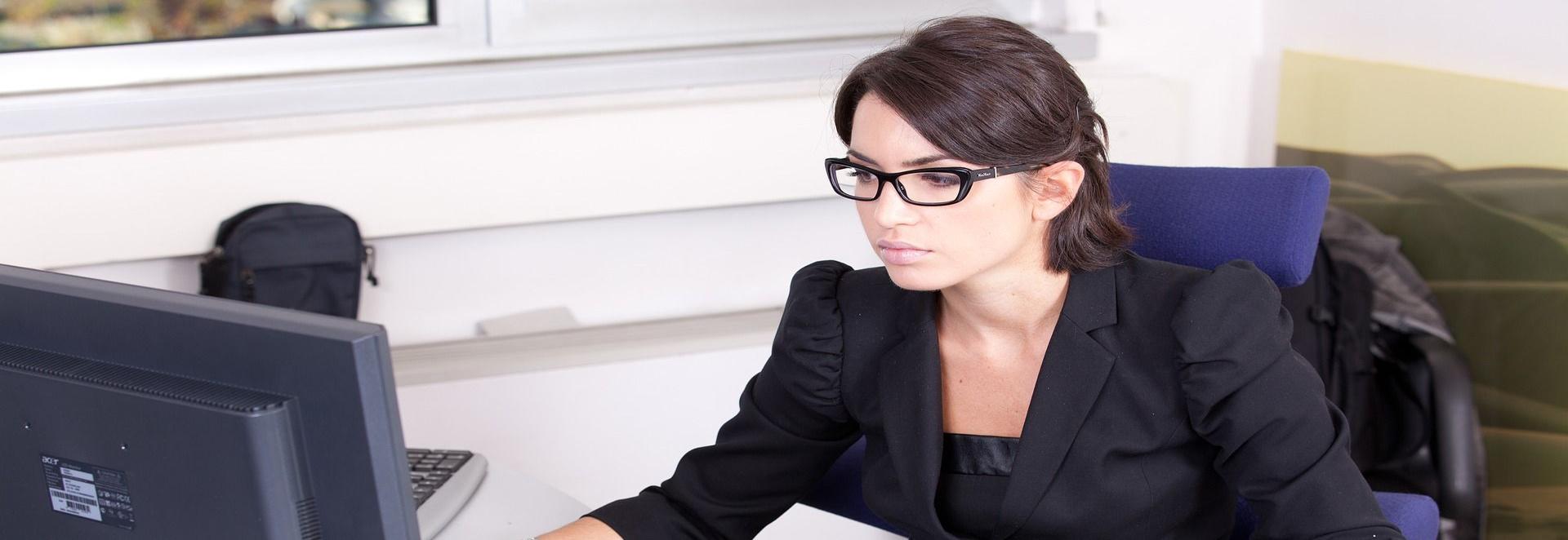 Mit einer Internet-Rechtsschutzversicherung kann man sich im Streitfall vor hohen Anwaltskosten schützen